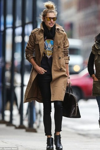 How to wear: black leather ankle boots, black skinny jeans, black print crew-neck sweater, brown trenchcoat