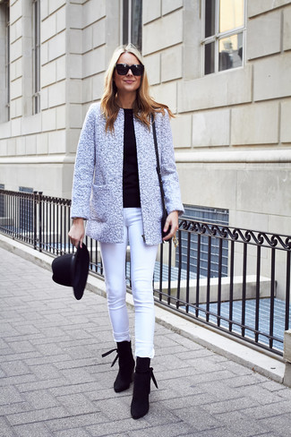 How to wear: black suede ankle boots, white skinny jeans, black crew-neck sweater, grey tweed jacket