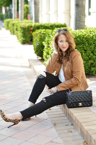 How to wear: tan leopard suede pumps, black skinny jeans, white crew-neck t-shirt, tan leather biker jacket