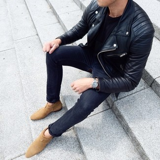 How to wear: tan suede chelsea boots, charcoal skinny jeans, black crew-neck t-shirt, black leather biker jacket