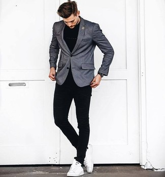 How to wear: white leather low top sneakers, black skinny jeans, black crew-neck t-shirt, grey blazer