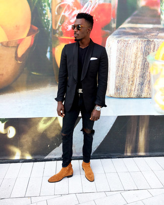 How to wear: tobacco suede chelsea boots, black ripped skinny jeans, black crew-neck t-shirt, black blazer