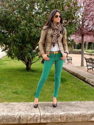 How to wear: dark brown leather pumps, green skinny jeans, white crew-neck t-shirt, brown leather bomber jacket