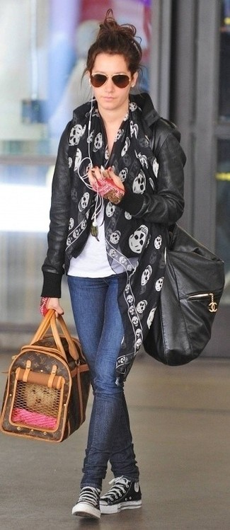 How to wear: black and white canvas high top sneakers, navy skinny jeans, white crew-neck t-shirt, black leather bomber jacket