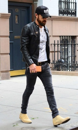 How to wear: tan suede chelsea boots, charcoal skinny jeans, white and black print crew-neck t-shirt, black leather bomber jacket