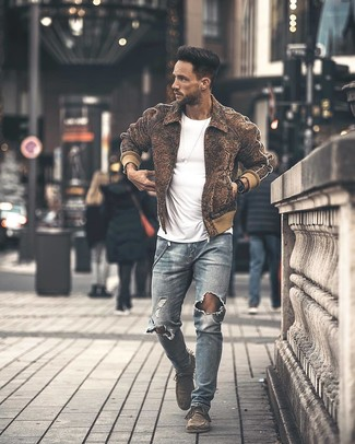 How to wear: grey suede desert boots, light blue ripped skinny jeans, white crew-neck t-shirt, brown wool bomber jacket