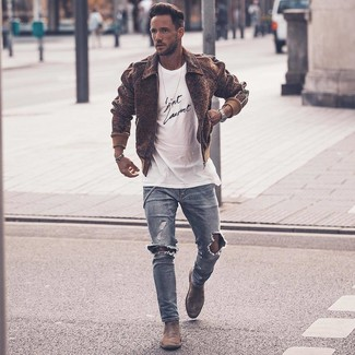 How to wear: grey suede chelsea boots, light blue ripped skinny jeans, white and black print crew-neck t-shirt, brown wool bomber jacket