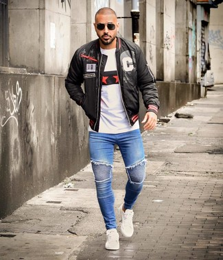 How to wear: white leather low top sneakers, blue skinny jeans, white print crew-neck t-shirt, black print bomber jacket
