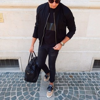 How to wear: tan low top sneakers, black skinny jeans, black crew-neck t-shirt, black bomber jacket