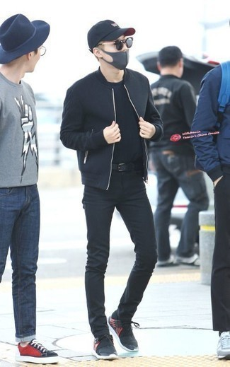 How to Wear a Black Crew-neck T-shirt For Men: This off-duty pairing of a black crew-neck t-shirt and black skinny jeans is a goofproof option when you need to look good but have no extra time. Our favorite of a multitude of ways to complete this getup is with black athletic shoes.