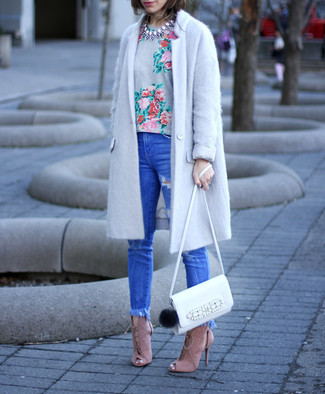 How to wear: pink suede heeled sandals, blue ripped skinny jeans, grey floral crew-neck t-shirt, grey coat