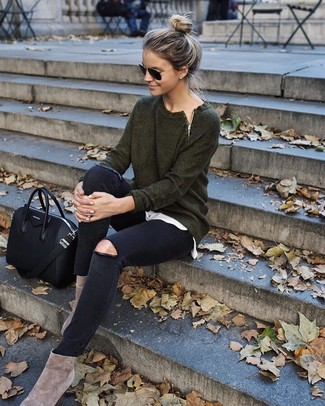 How to wear: beige suede ankle boots, black ripped skinny jeans, white crew-neck t-shirt, dark green crew-neck sweater