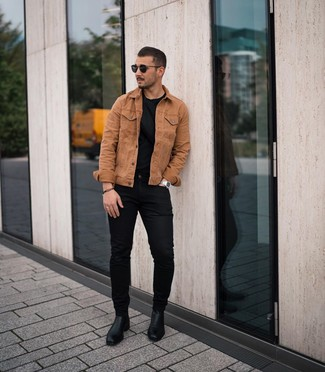 How to wear: black leather chelsea boots, black skinny jeans, black crew-neck t-shirt, tobacco denim jacket
