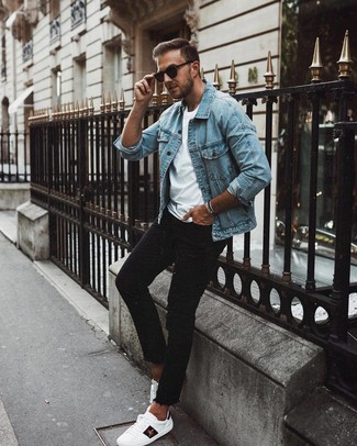How to wear: white print leather low top sneakers, black skinny jeans, white crew-neck t-shirt, light blue denim jacket