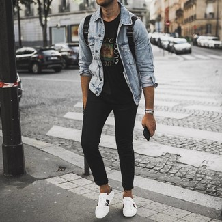 How to wear: white print leather low top sneakers, black skinny jeans, black print crew-neck t-shirt, light blue denim jacket