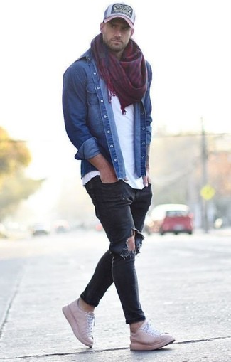 How to wear: pink leather low top sneakers, black ripped skinny jeans, white crew-neck t-shirt, blue denim shirt