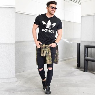 How to wear: black leather low top sneakers, black ripped skinny jeans, black and white print crew-neck t-shirt, olive camouflage long sleeve shirt