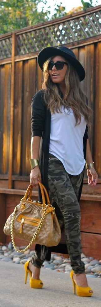 How to wear: mustard suede pumps, olive camouflage skinny jeans, white crew-neck t-shirt, black open cardigan