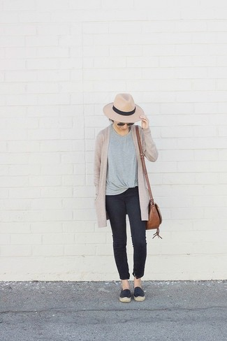 How to wear: black leather espadrilles, black skinny jeans, grey crew-neck t-shirt, beige open cardigan