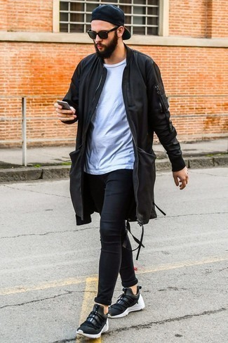 How to Wear Black Skinny Jeans For Men: Reach for a black parka and black skinny jeans for a laid-back outfit with an urban take. A pair of black athletic shoes makes this outfit whole.