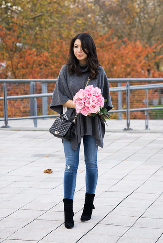 How to wear: black suede ankle boots, blue ripped skinny jeans, white crew-neck t-shirt, charcoal poncho