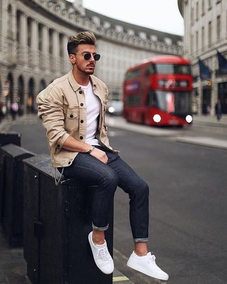How to wear: white leather low top sneakers, black skinny jeans, white crew-neck t-shirt, beige shirt jacket