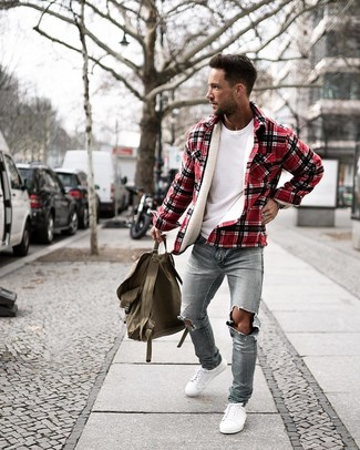 How to wear: white low top sneakers, light blue ripped skinny jeans, white crew-neck t-shirt, red plaid shirt jacket