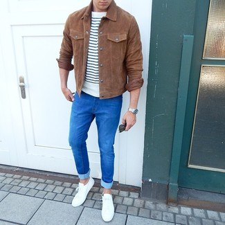 How to wear: white low top sneakers, blue skinny jeans, white and navy horizontal striped crew-neck t-shirt, brown suede shirt jacket