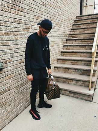 How to wear: black athletic shoes, black skinny jeans, black crew-neck t-shirt, black sweatshirt