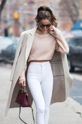 How to wear: purple leather crossbody bag, white skinny jeans, beige cropped sweater, beige coat