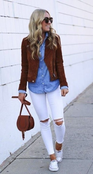 How to wear: white canvas low top sneakers, white ripped skinny jeans, light blue denim shirt, brown suede biker jacket