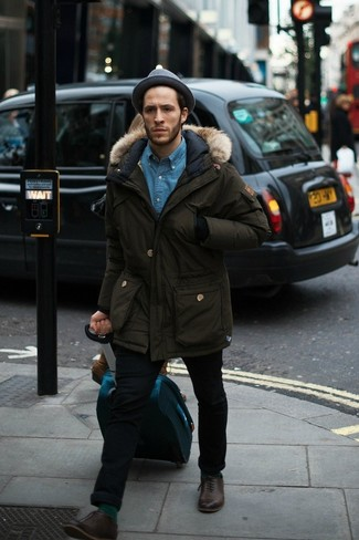 How to wear: dark brown leather oxford shoes, black skinny jeans, blue denim shirt, olive parka