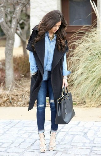 How to wear: white leather heeled sandals, navy ripped skinny jeans, light blue denim shirt, black sleeveless coat