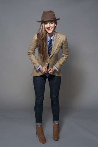 How to wear: brown suede ankle boots, navy skinny jeans, blue vertical striped dress shirt, tan blazer