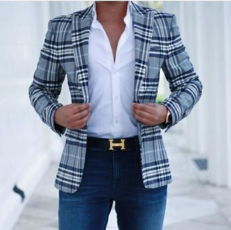 How to wear: black leather belt, navy skinny jeans, white dress shirt, navy plaid blazer