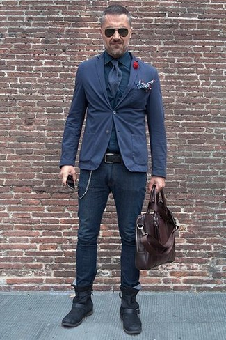 How to wear: black leather chelsea boots, navy skinny jeans, navy dress shirt, navy cotton blazer