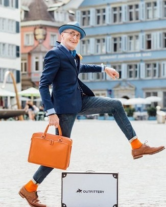 How to Wear Orange Socks For Men: If you're on the lookout for an urban yet dapper outfit, try pairing a navy blazer with orange socks. A pair of tan leather oxford shoes instantly ramps up the classy factor of any outfit.
