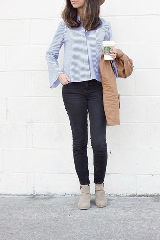 How to wear: beige suede ankle boots, black skinny jeans, white and blue vertical striped dress shirt, tan leather bomber jacket