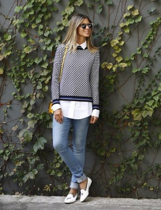 How to wear: white leather loafers, light blue skinny jeans, white dress shirt, navy and white gingham crew-neck sweater