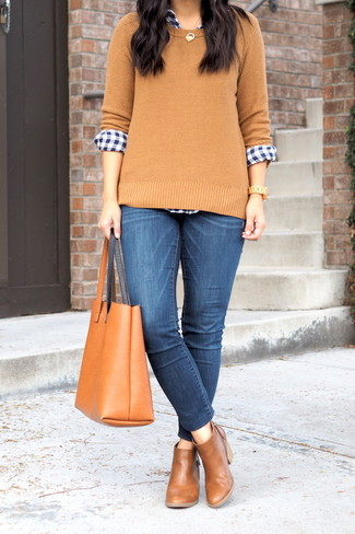 How to wear: brown leather chelsea boots, blue skinny jeans, navy and white gingham dress shirt, tan crew-neck sweater