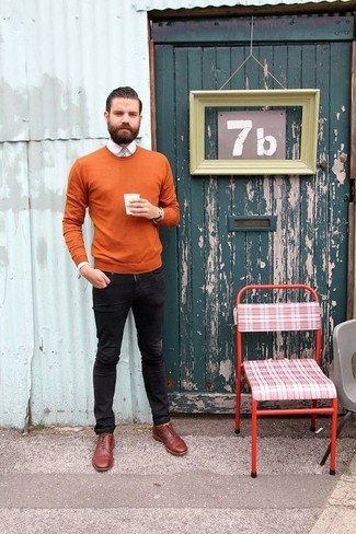How to wear: burgundy leather oxford shoes, black skinny jeans, white dress shirt, tobacco crew-neck sweater