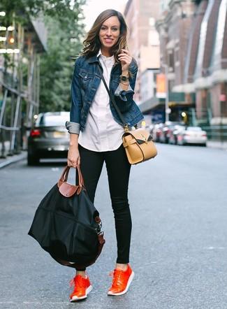 How to wear: orange leather low top sneakers, black skinny jeans, white dress shirt, blue denim jacket
