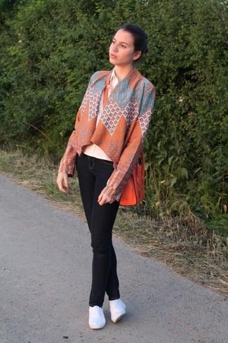 How to wear: white espadrilles, black skinny jeans, beige dress shirt, orange geometric kimono