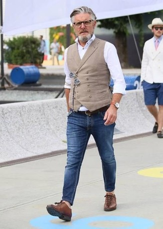 How to wear: brown leather low top sneakers, blue skinny jeans, white dress shirt, beige waistcoat