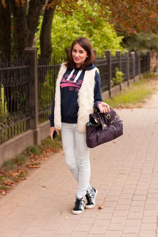 How to wear: grey high top sneakers, white print skinny jeans, navy print hoodie, white fur vest