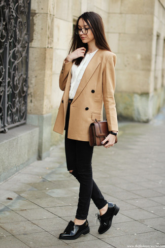 How to wear: black leather tassel loafers, black skinny jeans, white long sleeve blouse, tan double breasted blazer