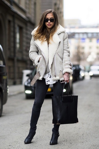 How to wear: black leather ankle boots, black skinny jeans, white and black print long sleeve blouse, grey shearling jacket
