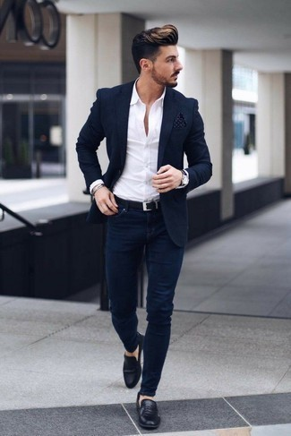 How to Wear Navy Skinny Jeans For Men: This pairing of a navy blazer and navy skinny jeans is proof that a safe casual ensemble can still look extra dapper. If you need to instantly ramp up this ensemble with a pair of shoes, introduce a pair of black leather loafers to this look.