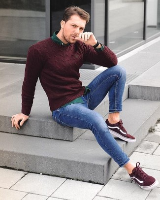 How to wear: burgundy suede low top sneakers, blue skinny jeans, dark green long sleeve shirt, burgundy crew-neck sweater