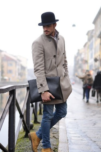 How to wear: tan suede casual boots, blue skinny jeans, grey long sleeve shirt, grey overcoat